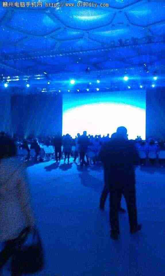 壁纸 海底 海底世界 海洋馆 水族馆 574_960 竖版 竖屏 手机